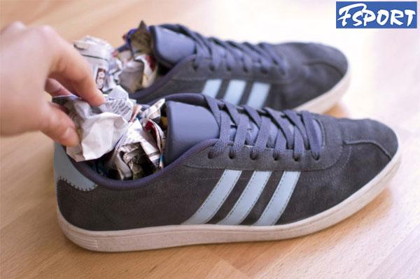 Cách làm giày mau khô