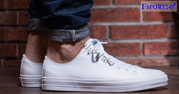top-nhung-doi-sneaker-trang-dep-nhat-2019-thumb-1574763809.jpg