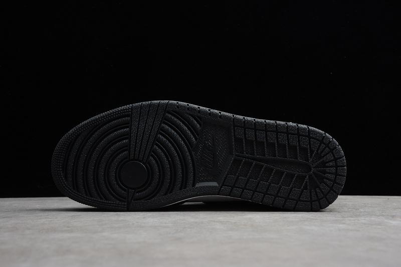 Giày Nike Air Jordan 1 Retro High Black White NAJ37