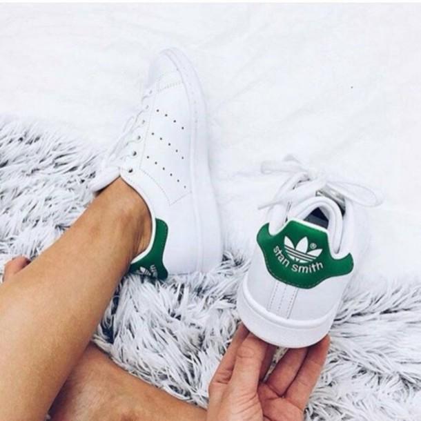 Giày Adidas Stan Smith gót xanh mang tới phong cách trẻ trung, năng động