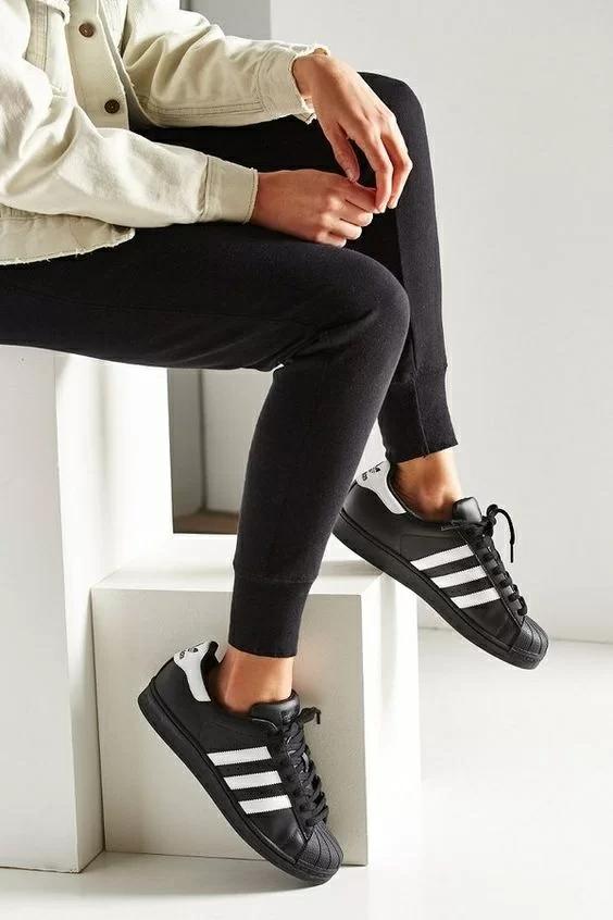 Giày Adidas SuperStar phiên bản đen cực ngầu