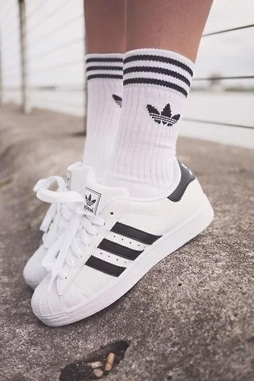 Giày Adidas SuperStar phiên bản Original rất phổ biến