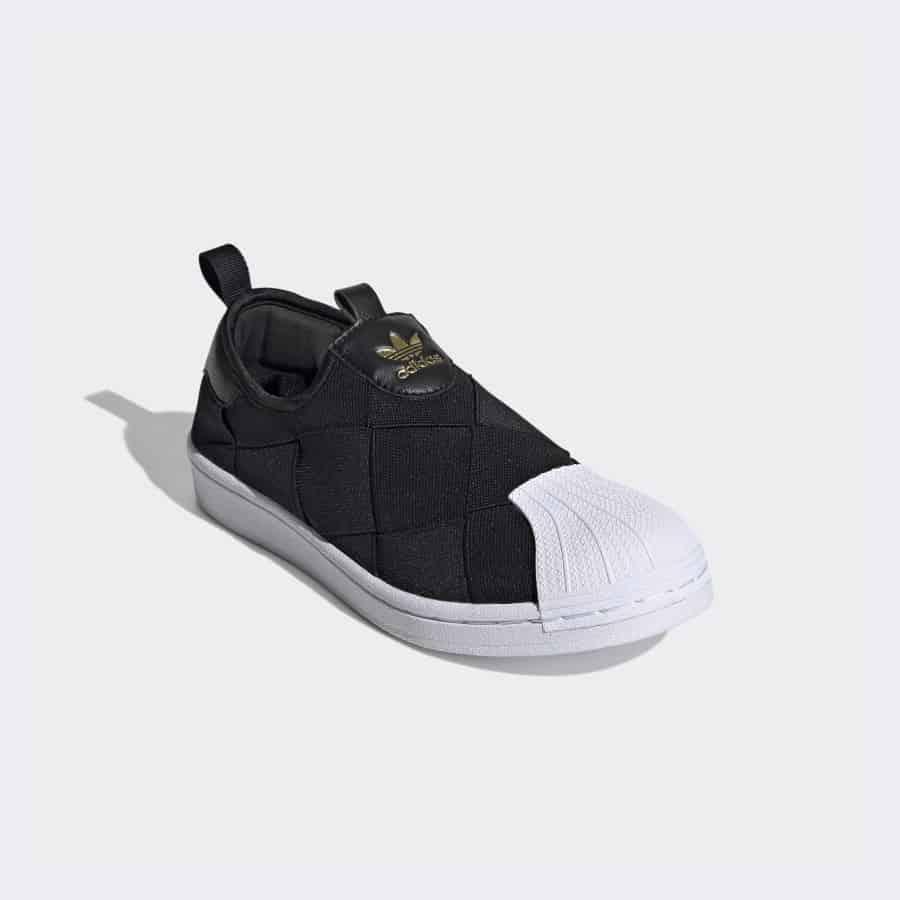 Giày Adidas Superstar Primeknit Slip on với thiết kế trẻ trung, ấn tượng.