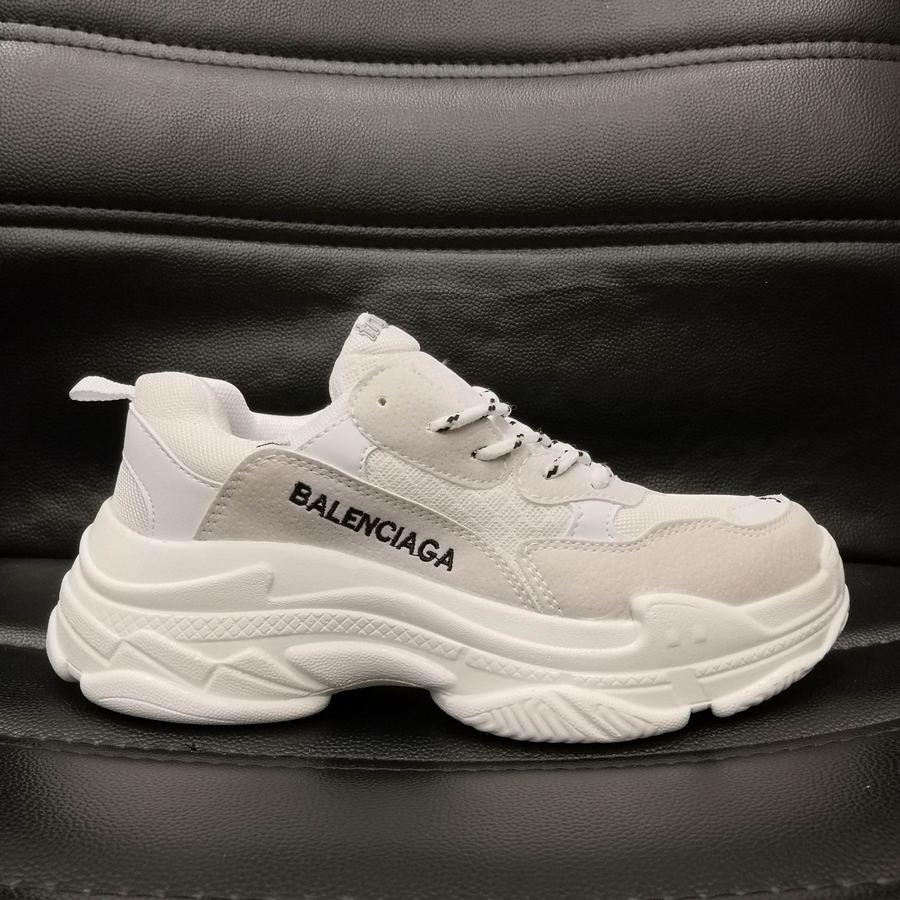 Chọn mua giày Balenciaga Triple S tại Fsport để được giá tốt nhé
