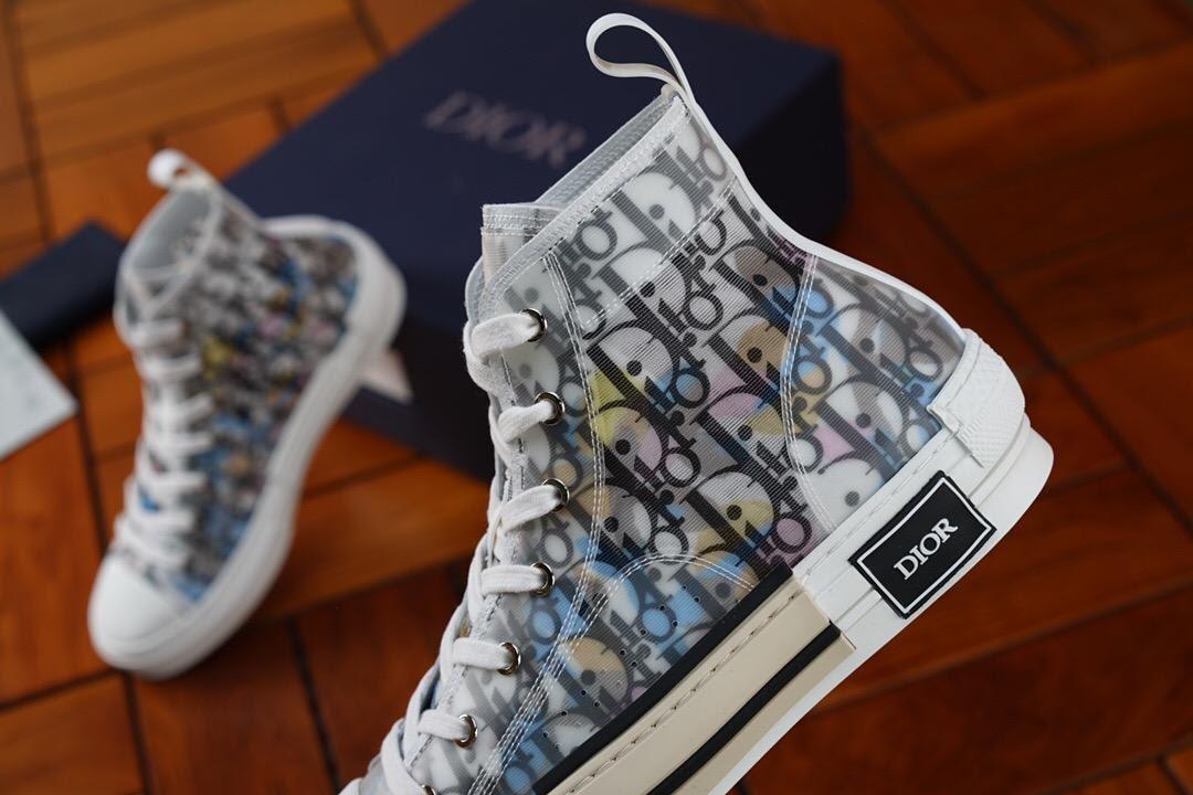 Giày Dior cao cổ kèm họa tiết cực ấn tượng