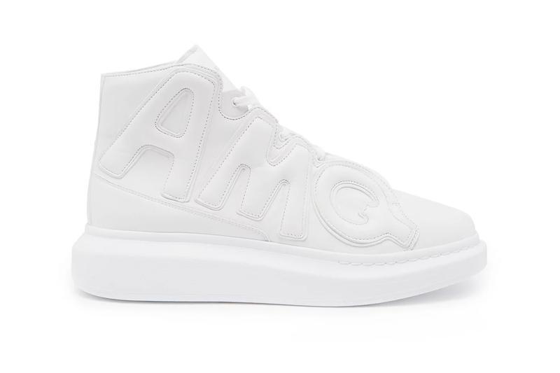 High-Top Oversized Sneaker nổi bật với dòng chữ AMQ