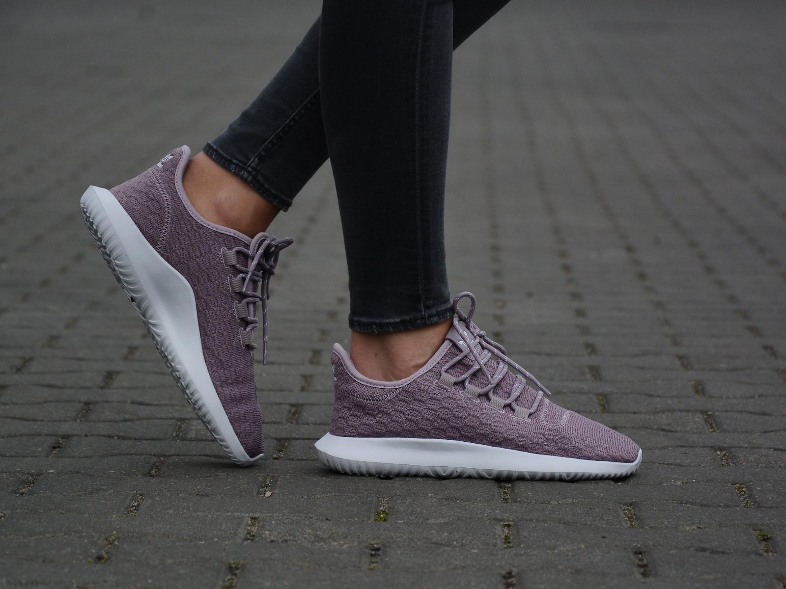 Nên lựa chọn kích cỡ size giày phù hợp để có cảm giác đi trên chân êm ái